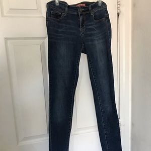 Denim - Semi stretchy fitted jeans